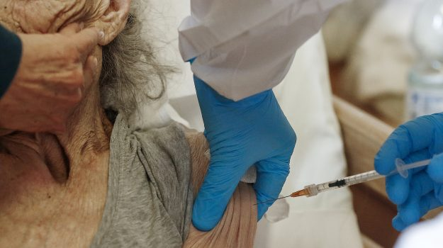 anziani, messina, ospedale, vaccini, Messina, Cronaca