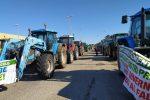 Isola Capo Rizzuto, agricoltori ancora in protesta sulla Statale 106: bloccato il transito