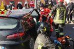 Cutro, incidente stradale: auto sbatte contro un muro. Un ferito in ospedale - FOTO E VIDEO