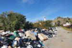 Un tappeto di rifiuti: ecco il degrado urbano di San Lorenzo