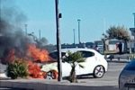 Cirò Marina, incendio divampa sul lungomare. Distrutta un'auto - VIDEO