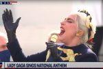 Lady Gaga canta l'inno nazionale per Biden e Harris - VIDEO