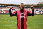 Mbakogu indossa la maglia rossoblù