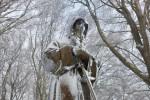 Paola, un manto di neve copre la statua di San Francesco