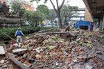 Terremoto magnitudo 6.3 in Indonesia, crolla un ospedale: 37 morti e centinaia di feriti. FOTO