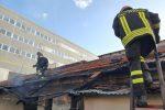 Messina: incendio nella baraccopoli di Maregrosso. Distrutte due casupole abbandonate - FOTO