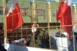 """Cirò la protesta del presidente di """"V.i.t.a"""", chiuso in una gabbia"""
