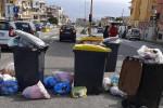 Protesta dei residenti di Giostra, rifiuti Covid piazzati in strada a Messina