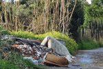 """Degrado sulla strada Scalea-Santa Domenica-Mormanno. """"E' una pista di rifiuti"""" - FOTO"""