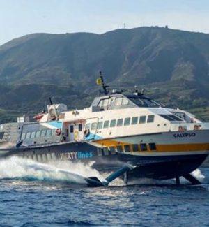 Onda anomala rompe finestrino dell'aliscafo Milazzo-Eolie, panico a bordo