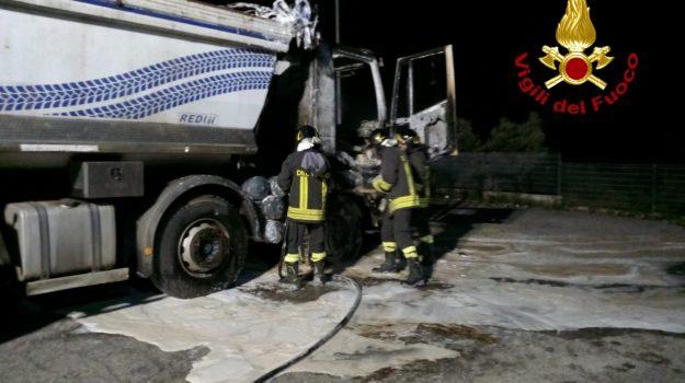 camion, chiaravalle centrale, incendio, Catanzaro, Cronaca