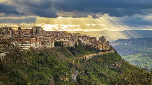 abusi sessuali, enna, minori, Sicilia, Cronaca