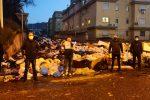 """Reggio invasa dai rifiuti, sit-in dei cittadini ad Arghillà nella strada della """"vergogna"""""""