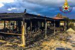 Paura a Scalea: divampa un incendio e distrugge un noto stabilimento balneare
