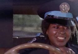 Morta Marion Ramsey, era l'«agente Hooks» nel film «Scuola di polizia» L'attrice aveva 73 anni - Corriere Tv