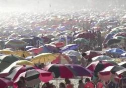 Niente mascherine, nessun distanziamento: le spiagge di Rio affollate come non mai Con oltre 8 milioni di casi positivi rilevati, il Brasile è il terzo paese con il maggior numero di contagi da coronavirus - CorriereTV