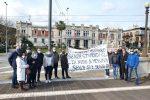Senza stipendio da mesi, protestano in Prefettura gli operatori del Cas Gasparro di Messina