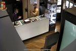 Colpo in gioielleria a Pachino: arrestato 36enne tradito da un tatuaggio. Il VIDEO della rapina