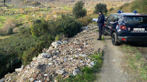 carabinieri, imprenditore denunciato, rifiuti abbandonati, Cosenza, Cronaca