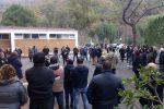 """Acquappesa: lavoratori di Terme Luigiane in piazza: """"Preoccupati per il futuro"""""""