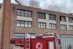 Paola, incendio nell'area commerciale: vigili al lavoro dall'alba