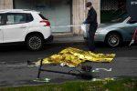 Tragedia a Genova, donna su monopattino travolta e uccisa da un Tir