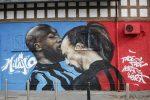"""Milano, da Leonardo al coronavirus: la città si colora di """"graffiti"""" FOTO"""