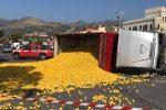 Furci Siculo, camion di limoni si ribalta: l'autista perde i sensi FOTO