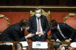 """Draghi, oggi la fiducia alla Camera. M5s, espulsione per chi ha votato no. Grillo: """"I grillini non sono più marziani"""""""