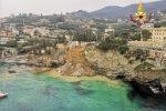 Frana parte del cimitero di Camogli, bare in mare - VIDEO
