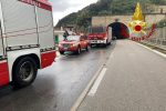 Roccalumera, auto si ribalta nella galleria di Santa Chiara in autostrada. Un ferito
