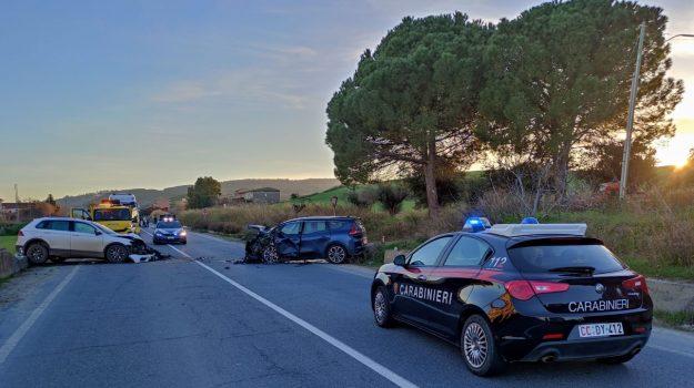 incidente, statale 106, strongoli, Catanzaro, Cronaca