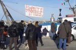 """Cariati, ospedale occupato da 90 giorni: i pescatori si uniscono al """"coro"""" - FOTO"""