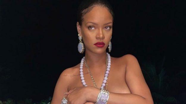 Rihanna, Sicilia, Società