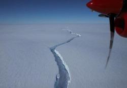 Antartide, un enorme iceberg (grande come Roma) si è spezzato in due L'iceberg, con una superficie di 1.270 chilometri quadrati, faceva parte della piattaforma di ghiaccio Brunt - CorriereTV