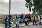 """Vibo è...""""Plastic Free"""". Via Croce Nivera ripulita dai rifiuti grazie ai volontari - FOTO E VIDEO"""