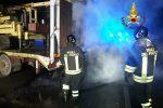 Crotone, violento scontro auto-camion. I conducenti fuggono dai mezzi in fiamme, due feriti