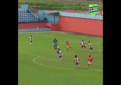 Brasile, in gol con un bolide da 30 metri La rete di Rodrigo Gomes de Souza, difensore del Nova Iguacu, squadra del campionato carioca brasiliano - Dalla Rete