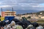 Caos rifiuti, Reggio è sull'orlo del baratro:chilometri di spazzatura per strada