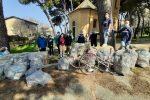"""La """"carovana"""" di Plastic free a Vibo: spazzati via oltre 10 sacchi di rifiuti"""