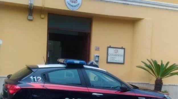 aggressione, arresto, carabinieri, danneggiamento, patti, Messina, Cronaca