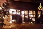 Chiaravalle Centrale, incendio distrugge un deposito. Indagini in corso