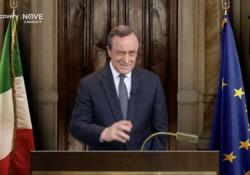 Crozza show: imita Grillo, Zingaretti, Salvini, fino a Draghi che dice: «Accettino la comunità... di recupero» Il comico passa in rassegna tutti i principali personaggi politici - Corriere Tv