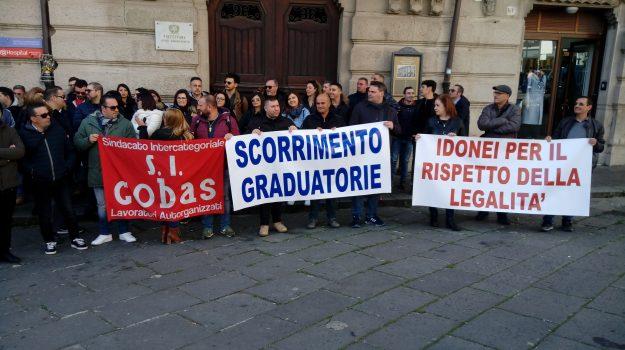 precari calabresi, Calabria, Economia