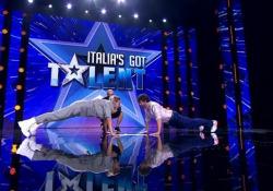 Federica Pellegrini sfida Frank Matano: la gara di flessioni sul palco di Italia's Got Talent L'esibizione durante la terza puntata del talent su Tv8 - Corriere Tv