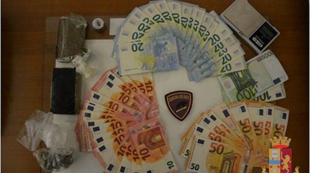catanzaro, droga, polizia, un arresto e due denunce, Catanzaro, Cronaca