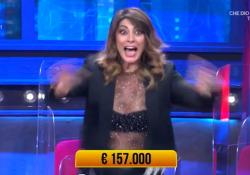 I Soliti Ignoti, vincita record per Elisa Isoardi: gioia e felicità in studio Il premio da 157 mila euro sarà devoluto all'ospedale Spallanzani di Roma - Ansa