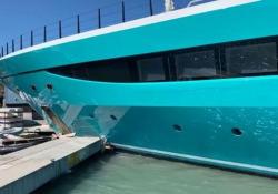 Il mega yacht da 75 milioni di euro si schianta contro la banchina L'imbarcazione chiamata «Go» di 77 metri si è scontrata contro la banchina dello yacht club di Sint Maarten nei Caraibi - CorriereTV