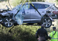 Il Suv di Tiger Woods dopo l'incidente Il noto golfista Tiger Woods ha avuto un grave incidente d'auto nella contea di Rolling Hills Estates, a sud di Los Angeles, negli Stati Uniti - CorriereTV