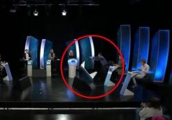 """Islanda, concorrente perde la sfida in tv e distrugge lo studio: la rabbia anche dietro le quinte E' successo durante lo show islandese """"Gettu Betur"""" - Dalla Rete"""